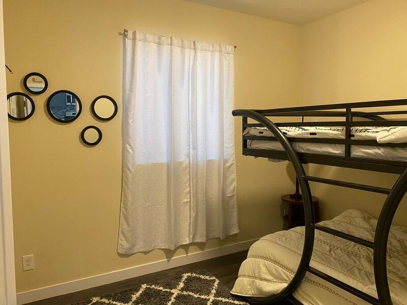 Upscale Modern Private Cottage, holiday rental in Duvall
