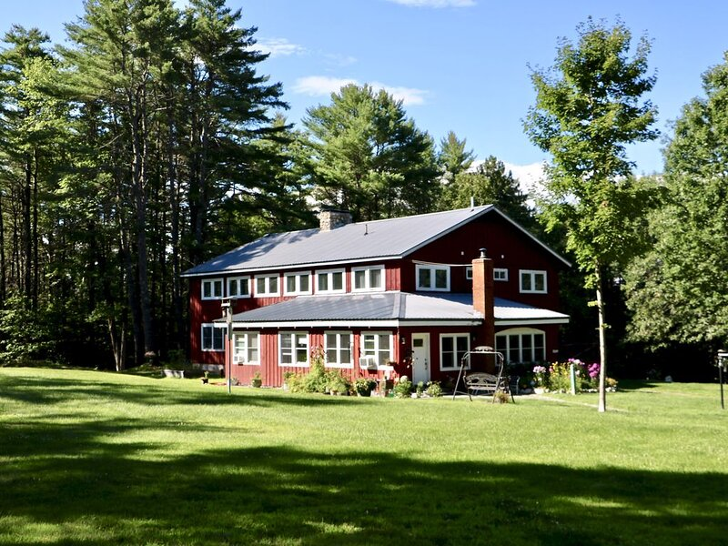 Cozy 12 BR Lodge in the Maine Woods, holiday rental in North Bridgton