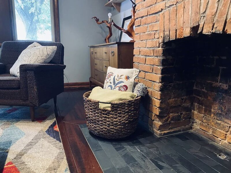Cozy Mid Century Home w Great Patio, Super Clean, vacation rental in Pittsburgh