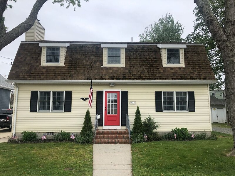 Great Cape May Rental Just 4 Blocks To Beach And Washington St Mall, holiday rental in Cape May