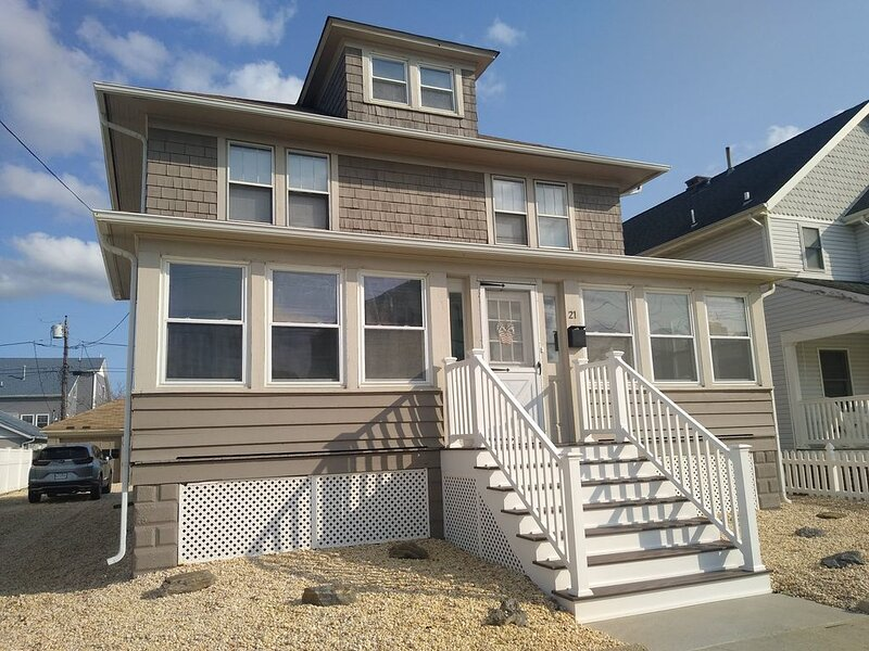 Great Beach House! Just 3 houses To The Jenkinson Boardwalk!!, holiday rental in Point Pleasant Beach