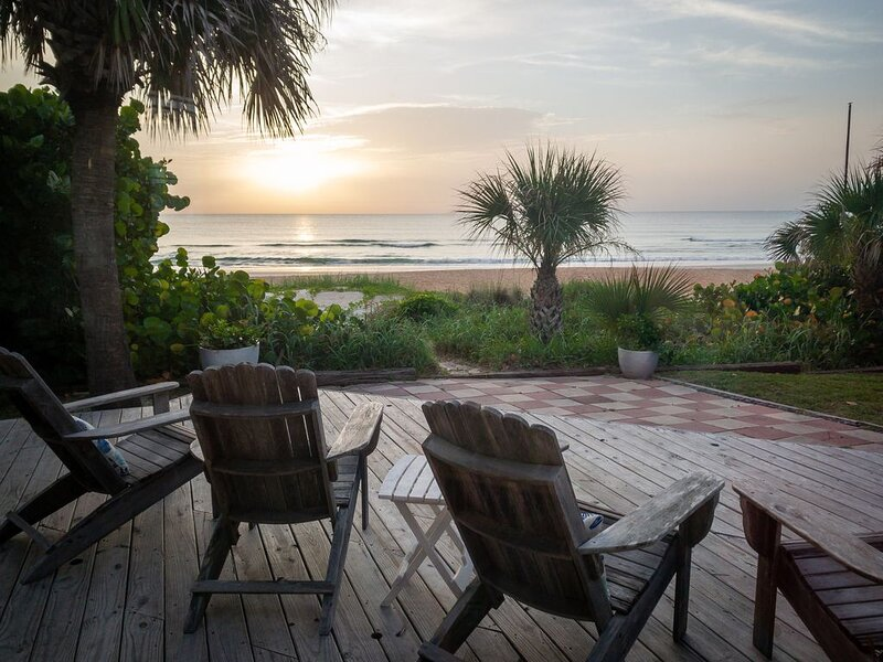 Private Oceanfront Beach House- steps from traffic-free beach. Family Friendly!, casa vacanza a Ormond Beach