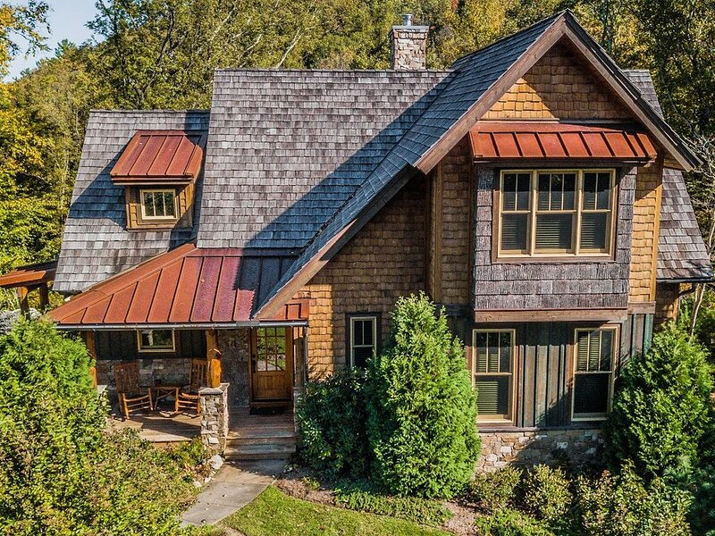 'Mountain Therapy' Luxury Cottage at the Blue Ridge Mountain Club w/ Hot Tub, holiday rental in Boone