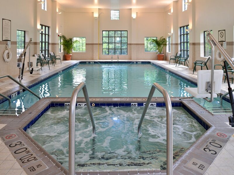 Free Breakfast. Indoor Pool & Hot Tub. Your Next Trip!, alquiler de vacaciones en Portsmouth