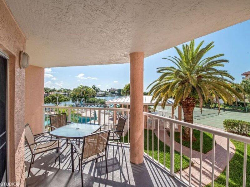 Sunrise Resort Condo 208, alquiler de vacaciones en Saint Pete Beach