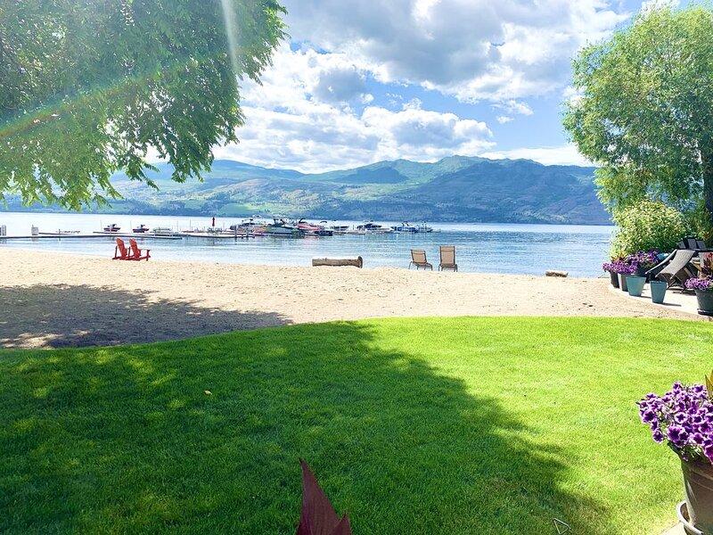 On Beach,Lake,Boat/SeaDoo Lift,Marina,Pool,Okanagan Wine Trail,Golf,Shopping,, location de vacances à West Kelowna