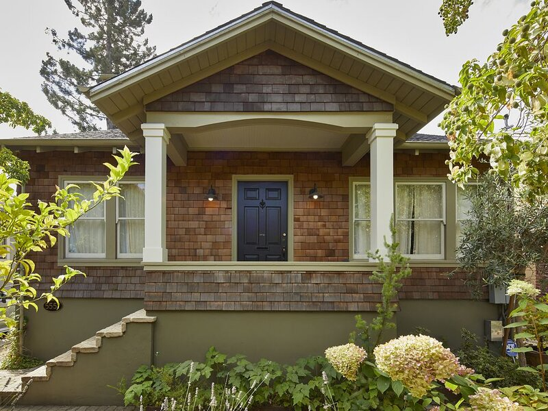 Darling Craftsman home in the heart of Rockridge, location de vacances à Oakland