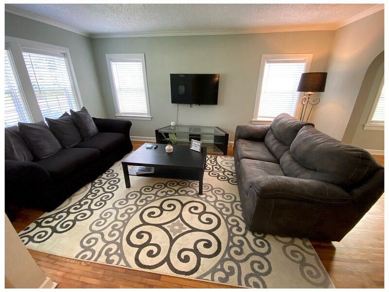 Posh Home - Close to the City, holiday rental in Fort McPherson