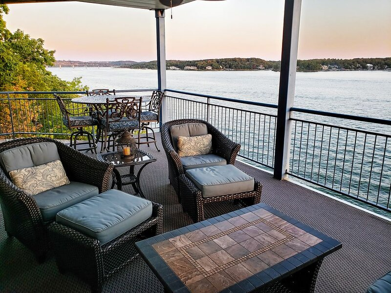 Palisades Point- Sanctuary of Seclusion! High-end Condo with Million Dollar View, holiday rental in Lake Ozark