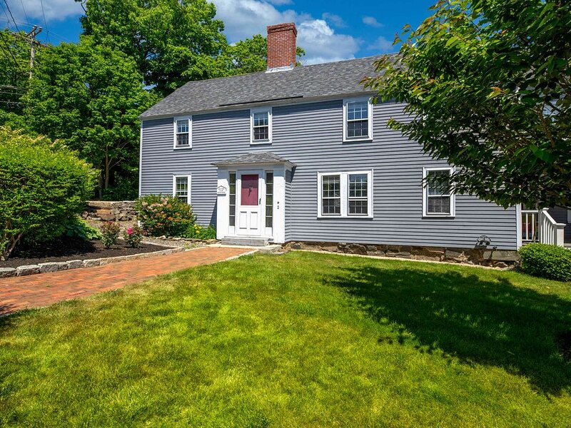 Newly Remodeled Historic Home, Easy Walk to Harbor Beach, alquiler de vacaciones en Kittery Point