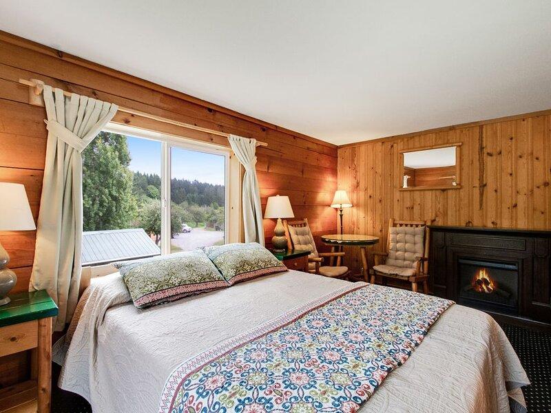 New listing! Couples retreat w/ free WiFi - close to marina & park, location de vacances à Deer Harbor