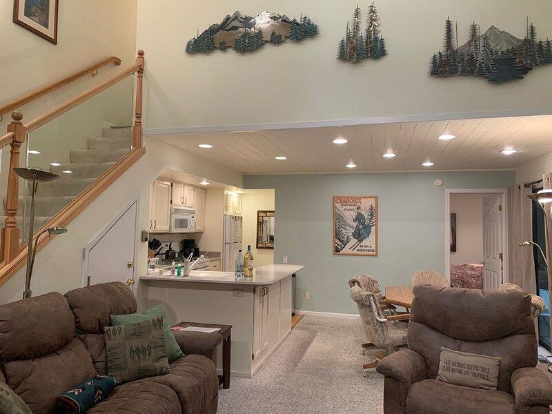 Cozy Remodeled 3 bedroom, One Block from Lake, alquiler de vacaciones en Incline Village