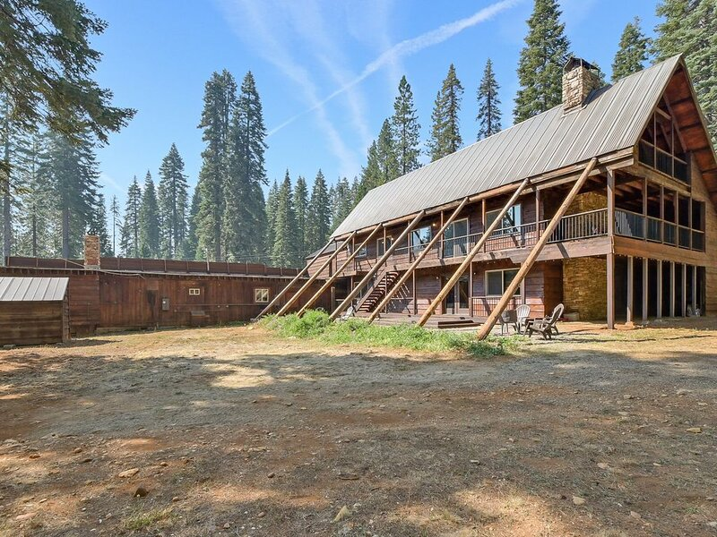 Laporte Lodge , cabin, newly remodeled near Little Grass Valley Reservoi, vacation rental in Quincy