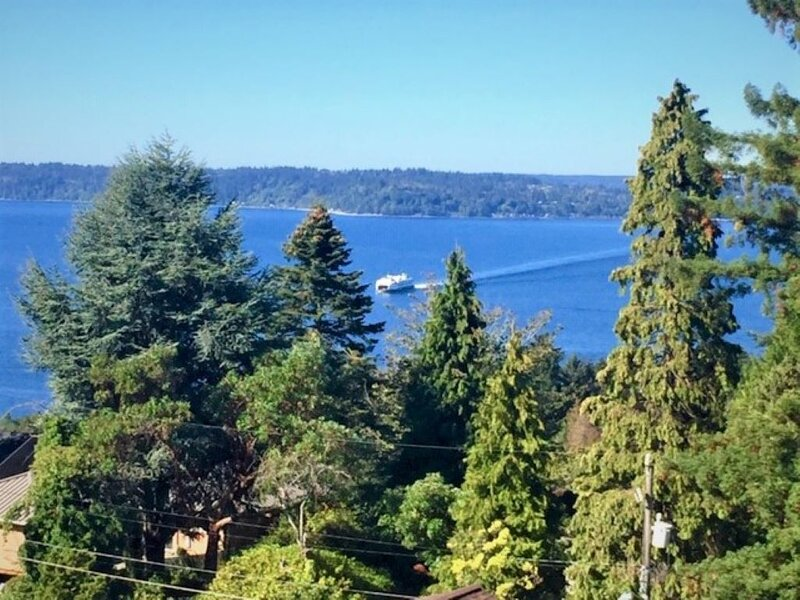 Luxury Views, Modern Amenities -Lincoln View House, vacation rental in Burien