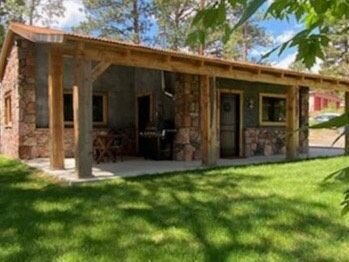 Quaint  Corner Stone Guest Cottage -, holiday rental in Buffalo