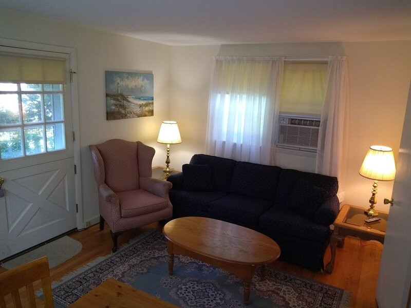 Private suite in a historic farmhouse, holiday rental in Schenectady