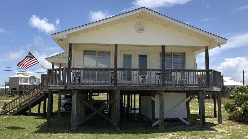 Ocean View Beach Cottage w/3BR 2BA Only Steps Away From the White, Sandy Beach!, holiday rental in Dauphin Island