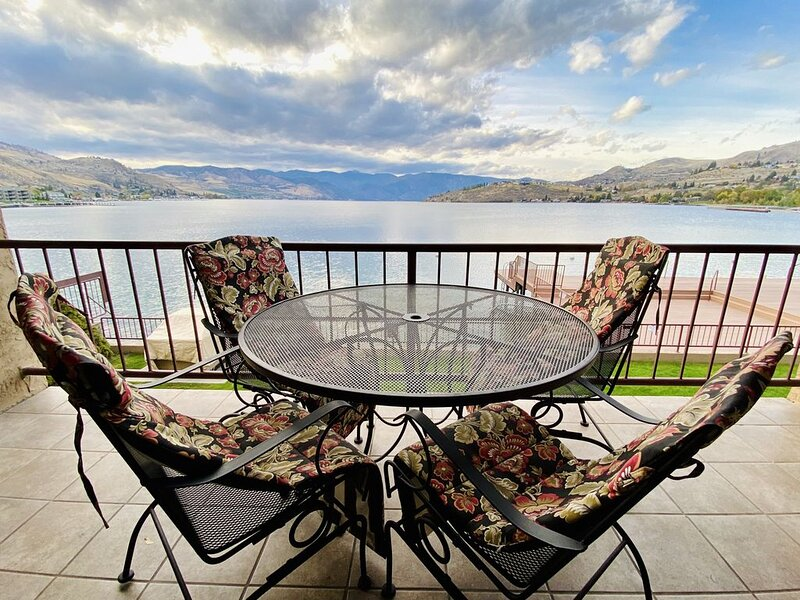 Beautiful Grandview on the Lake One Bedroom Uplake View Condo (sleeps 6), aluguéis de temporada em Chelan