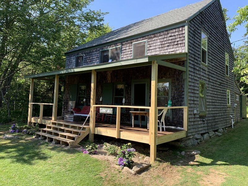 Overlooking the Ocean with Large Porch, holiday rental in Waldoboro
