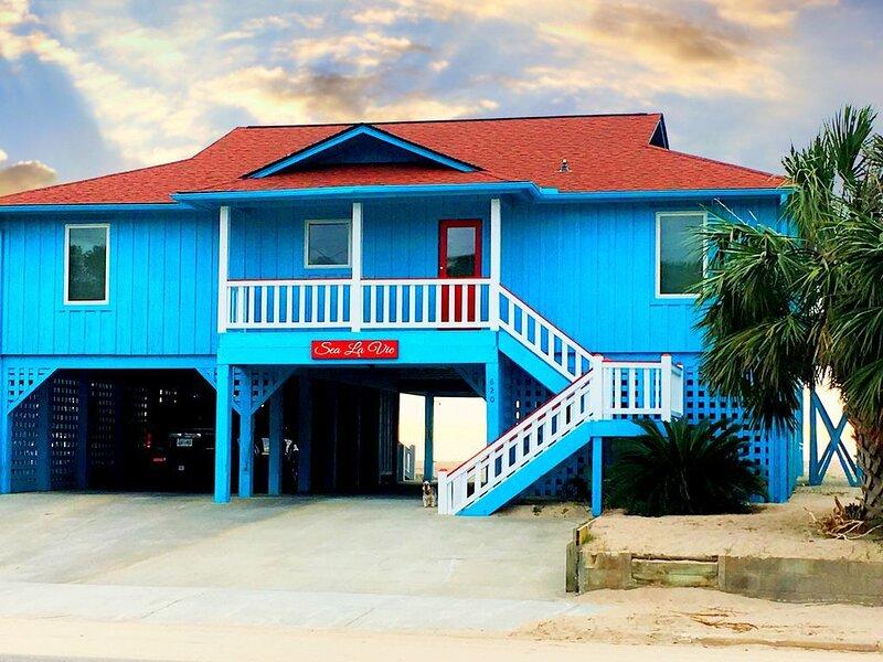 4 Bedrooms, 4 Baths; Direct Oceanfront, Covered Porch, Party Room, FP!, aluguéis de temporada em Edisto Beach