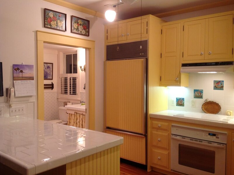 Waterfront Cottage with Private Veranda, holiday rental in Beaufort