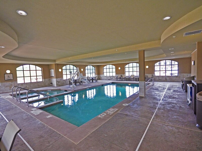 Comfy Suite | Free Breakfast, Free Wi-Fi, Indoor Pool and Hot Tub, vacation rental in Altoona