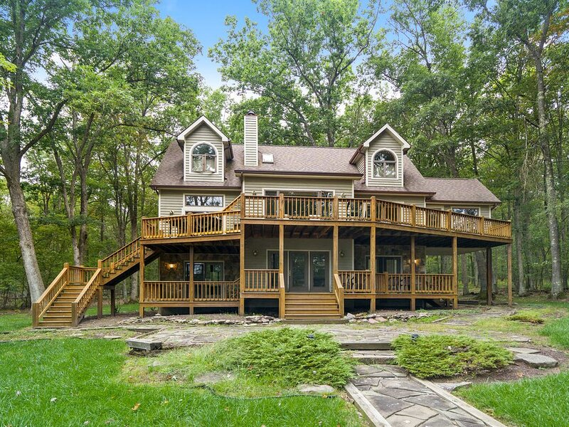 Lakefront Home w/Private Dock, Sun Room, & TONS of Community Amenities!, vacation rental in Deer Park