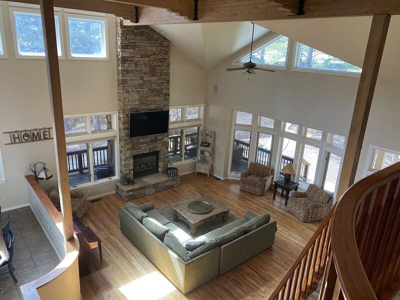 Luxury home in the pines of Flagstaff! AC, Pool Table, Hot Tub!, vacation rental in Flagstaff