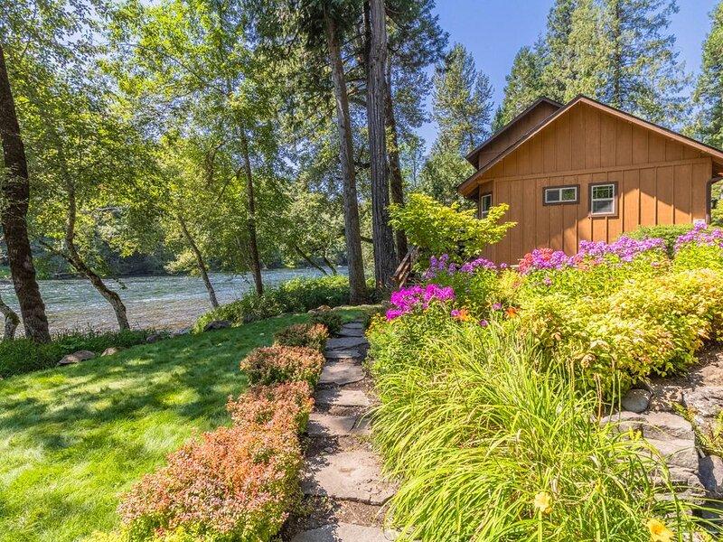 McKenzie River Hideaway, holiday rental in Vida