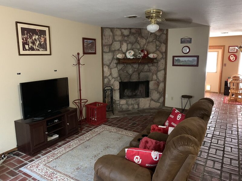 Nice single bedroom townhouse near OU campus., vacation rental in Norman