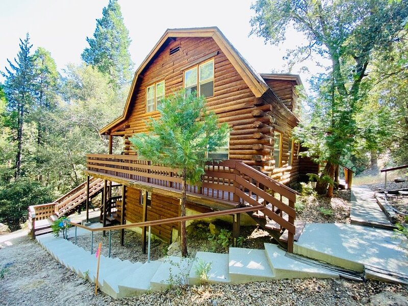 The Creek-Side Cabin: Big Deck, Peace, Quiet, Privacy, Short Walk To Town, alquiler de vacaciones en Idyllwild