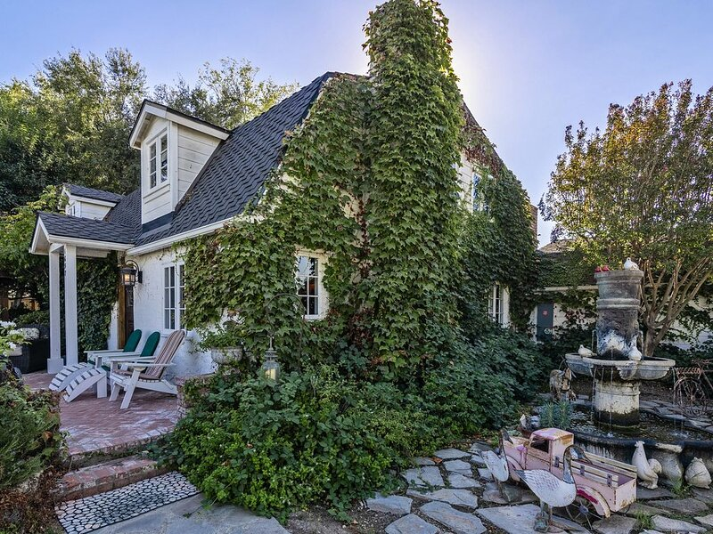 Delightful Dutch Farmhouse with Guest House, holiday rental in Los Olivos