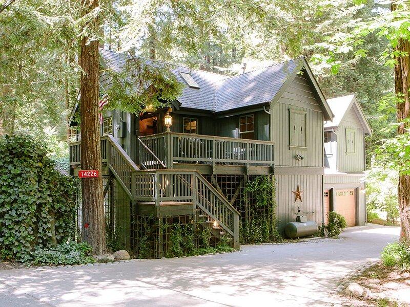Molly's Creekside Cabin, on Lovers Lane (Sonoma Wine Tasting/Biking Getaway), alquiler vacacional en Guerneville
