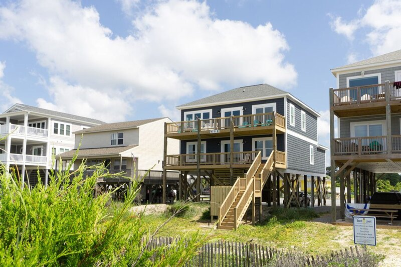 Salt & Light: Great custom built Oceanfront Home on Oak Island, holiday rental in Long Beach