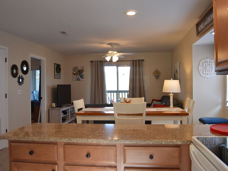 Walk in. No steps. A beautiful view of Table Rock Lake, and The Ozark Mtns., alquiler de vacaciones en Branson West