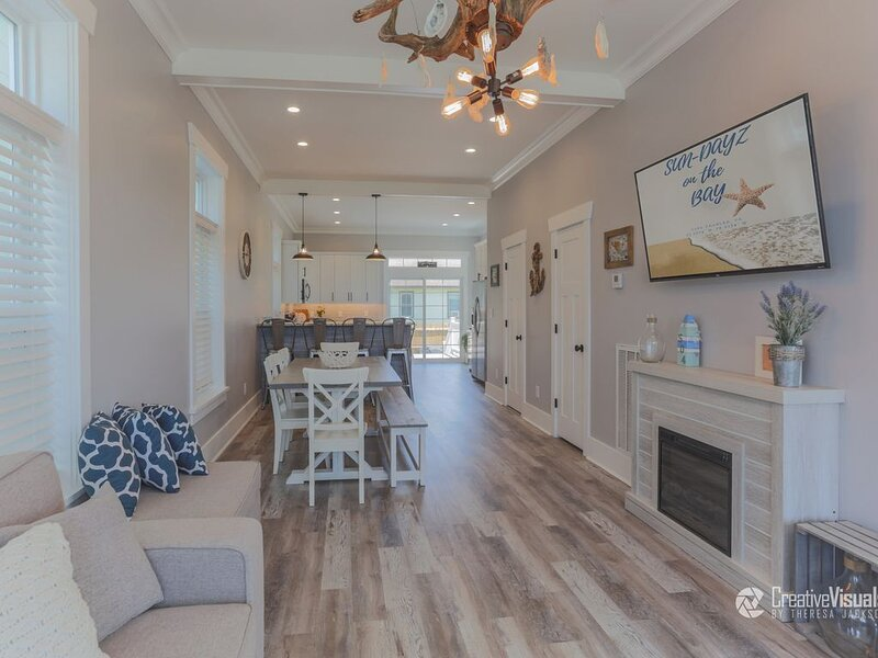 Stunning New Construction in Historic Cape Charles 3 1/2 Blocks to the Beach – semesterbostad i Cape Charles