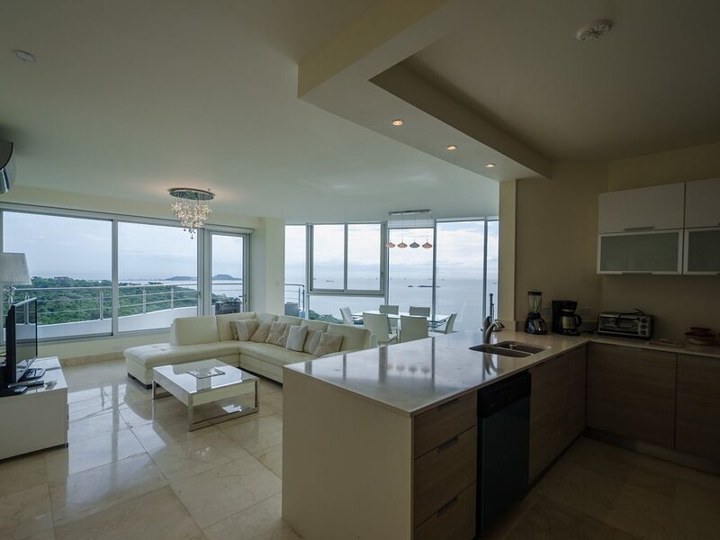 Oceanfront Luxury In A 5-Star Resort *SPECIAL RENTAL PRICE*, casa vacanza a Panamá