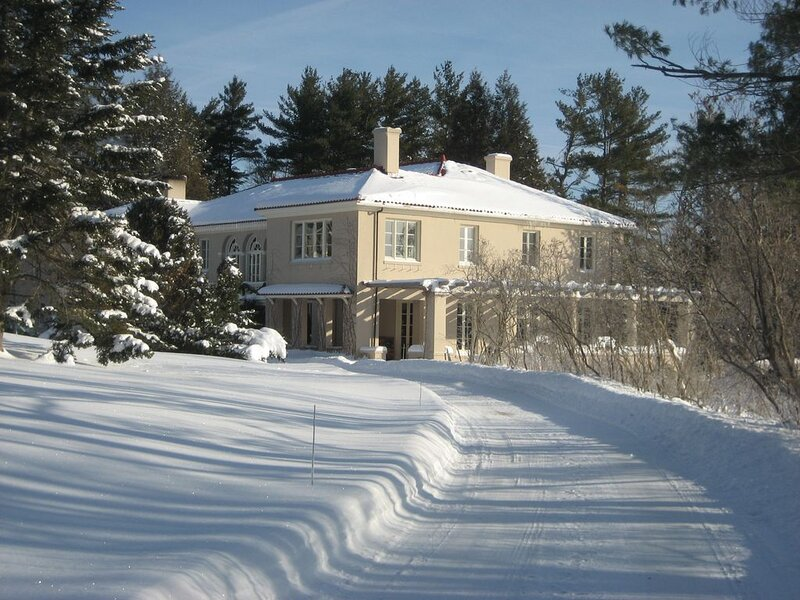 Morning Face - Berkshire estate with heated pool, views and privacy., holiday rental in Lanesboro