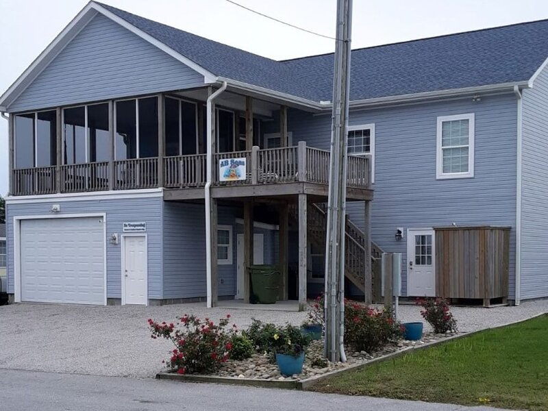 Great Location for Beach, Sun, and Fun!, holiday rental in Morehead City