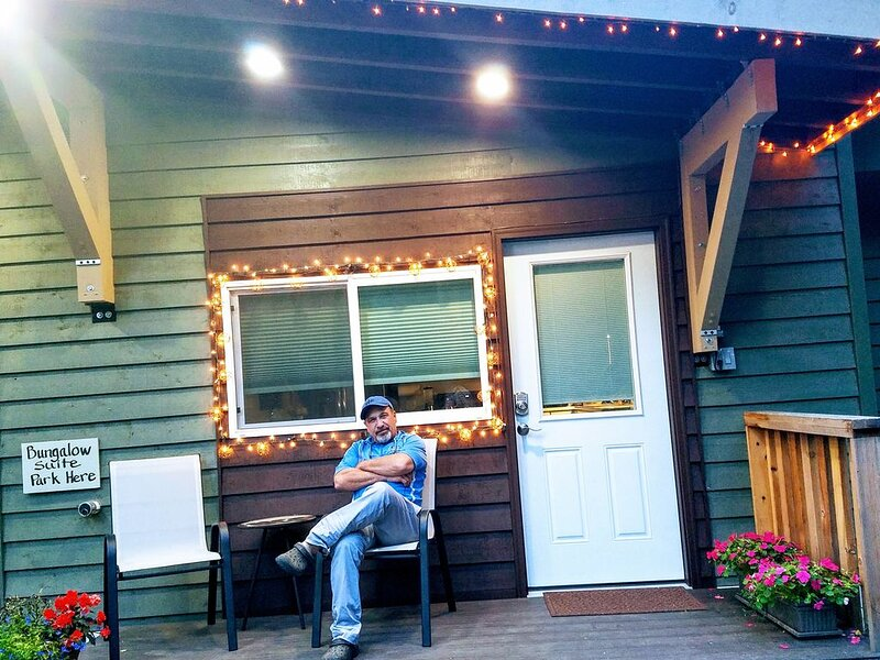 Aspen Woods Bungalow Suite, 26-5  Star reviews  & 86 - 5 star reviews for Chalet, holiday rental in Fairbanks