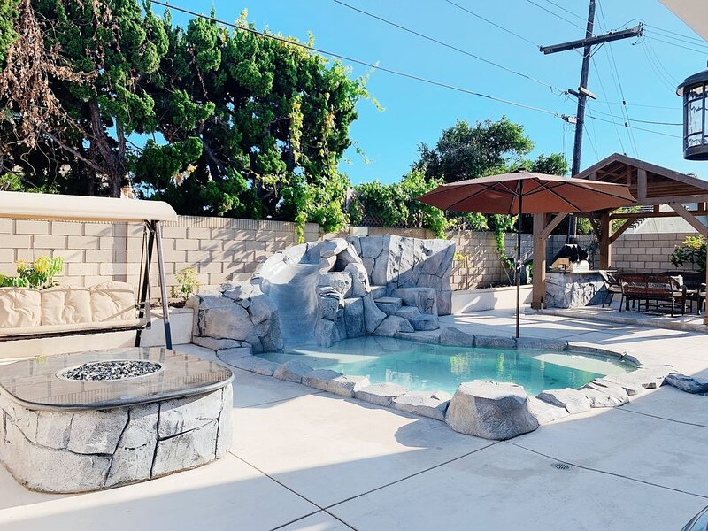 NEW HOUSE 4BE/2BA, cute POOL/SPA with slide NEAR BEACH, DISNEYLAND FOR 12!, holiday rental in Fountain Valley