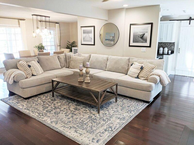 Updated Charming Home, Close to Beach & Downtown, location de vacances à Sullivan's Island