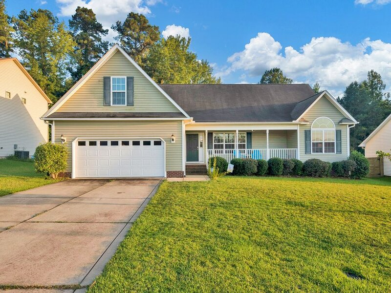 Spacious House Minutes From Fort Bragg and Methodist University!, holiday rental in Olivia