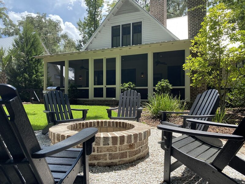 Complimentary Golf Cart and 4 Adult Bikes!, holiday rental in Hardeeville