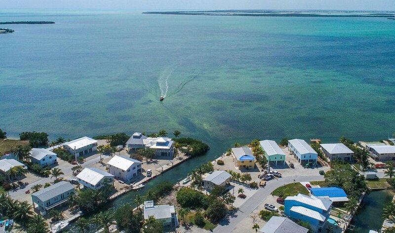 Charming Artist Home - Canal Front - Deep Water 40' Dock!, alquiler vacacional en Cudjoe Key