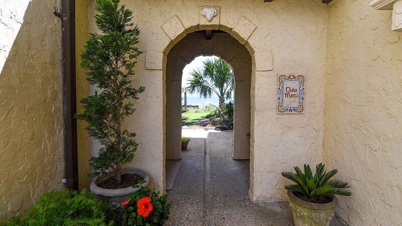 Cozy Oceanfront Villa with Stunning Unobstructed Ocean Views  Dieu Merci, holiday rental in Georgetown