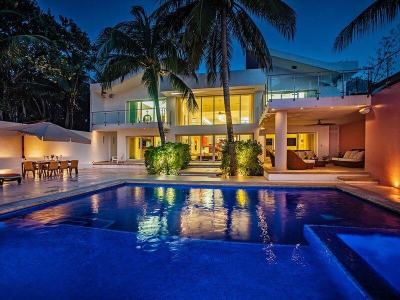 Villa RosMar - Luxury Beachfront House w/Private Pool + Lovely Sandy Beach, holiday rental in San Miguel de Cozumel
