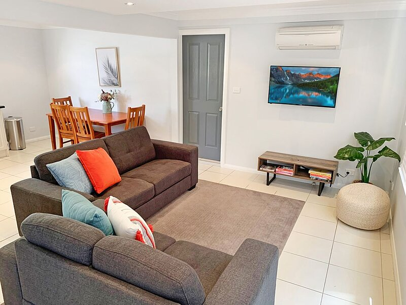 City Centre - Modern 2-Bedroom Apartment, casa vacanza a Armidale