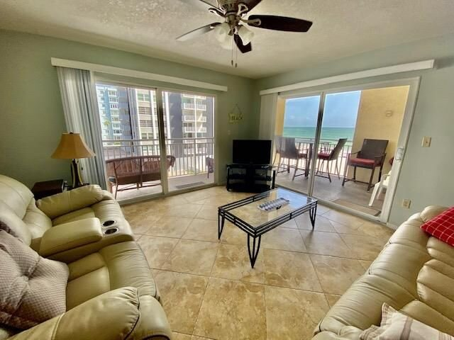 CDC GUIDELINES: Beautiful Pool and Beach Views from Every Window! 303, casa vacanza a Redington Shores