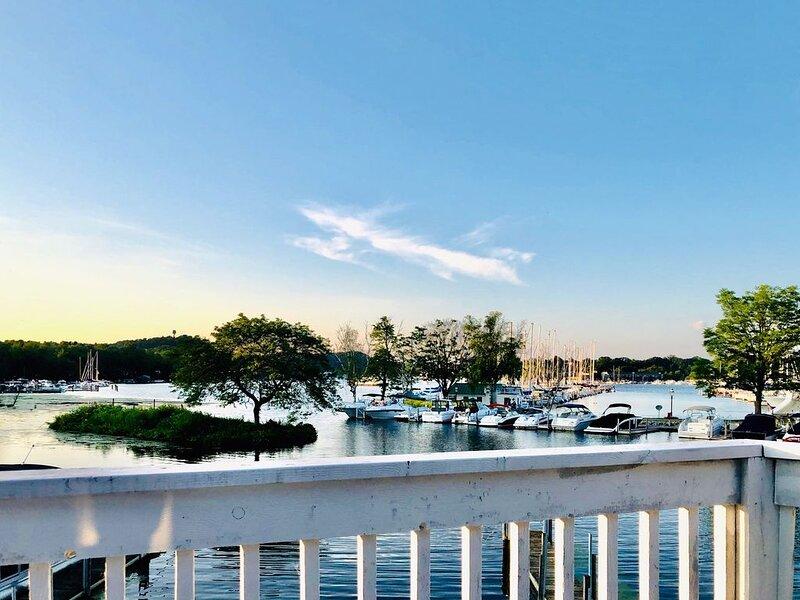 Waterfront Saugatuck/Douglas Condo, holiday rental in Douglas